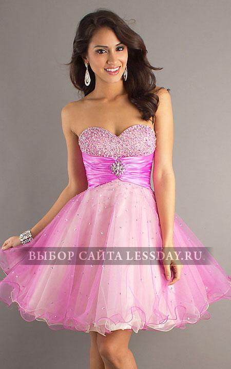Короткое розовое платья с блестящим
