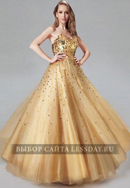 Желтое плиссированное платье со шлейфом