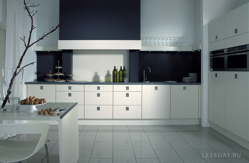 Дизайн кухни черно-белая