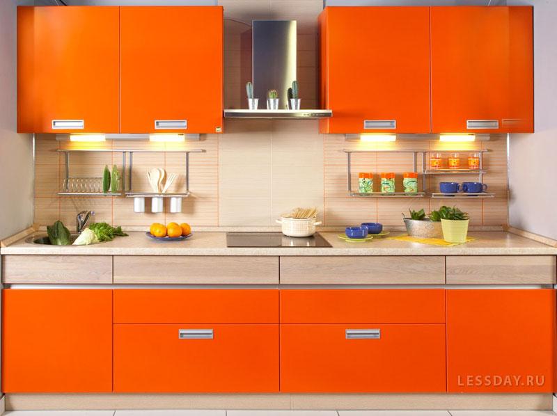 Оранжевый кухонный гарнитур в интерьере фото