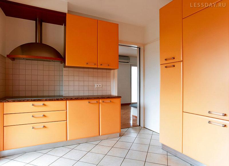 Дизайн черно-оранжевой кухни